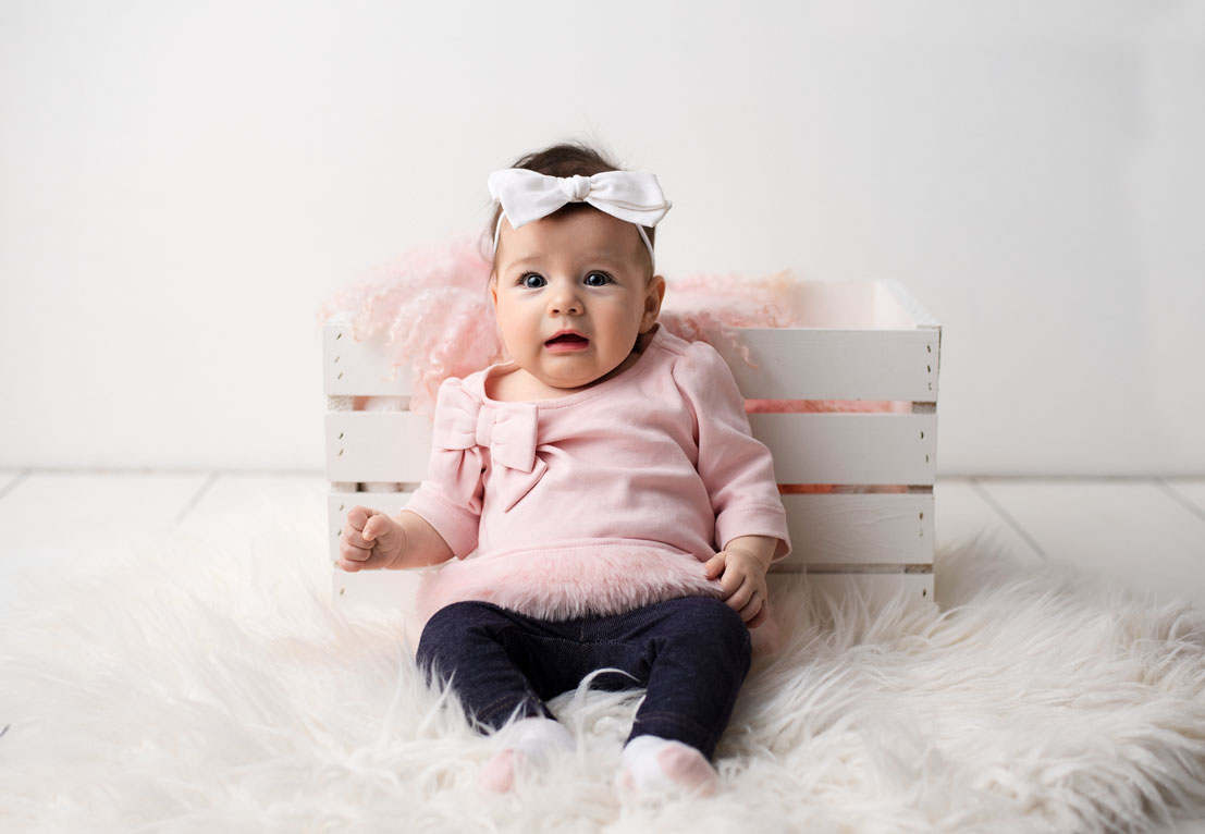 3 month old baby sitting up